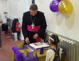2016-09-18-60th-birthday-tea-for-fr-roger-at-holy-trinity-5
