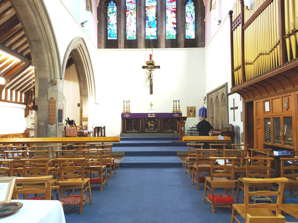 2020. 03. 22 - Holy Trinity open again for private prayer A71 (5)